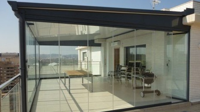 Cerramiento de terraza en madrid garcia lema for Cerramiento terraza sin licencia
